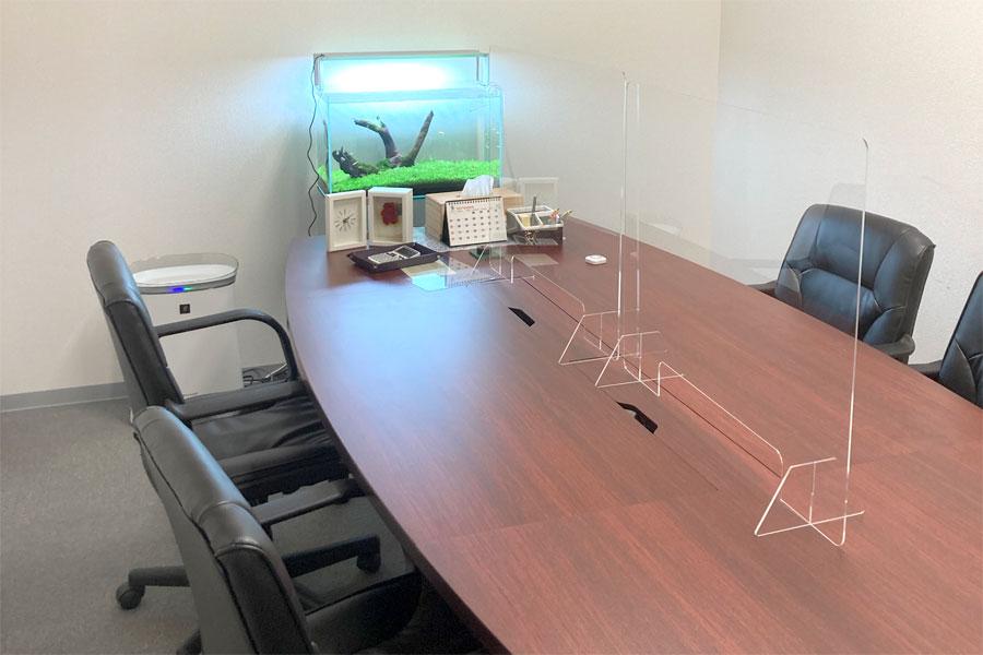 当事務所の第1相談室に、株式会社めだかファミリーグループ様にめだかを納入していただきました